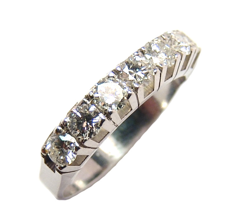 Meia aliança de brilhantes em ouro branco 18k Diamante na Lorenzo Jóias 67951fefa0