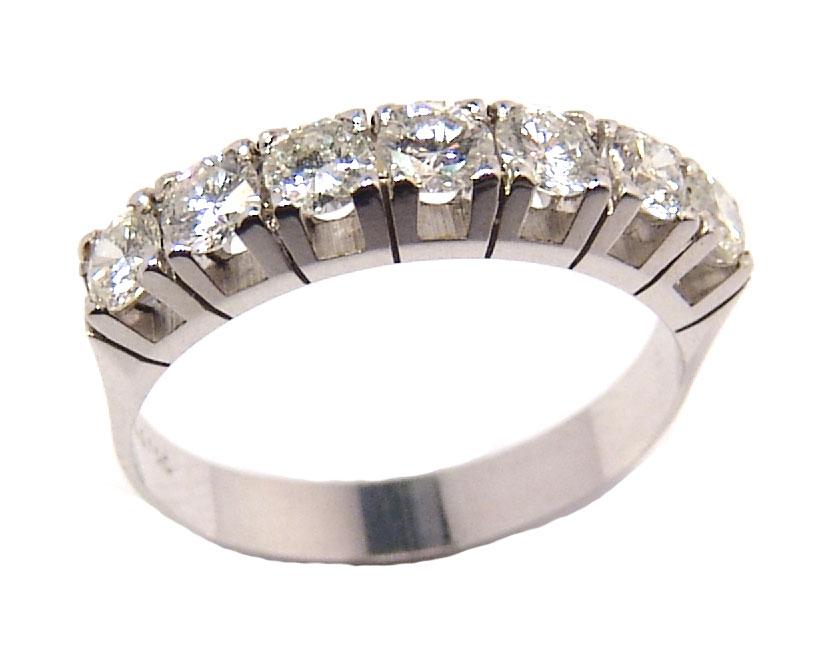 b91c192f1a72b Meia aliança de brilhantes em ouro branco 18k Diamante na Lorenzo Jóias