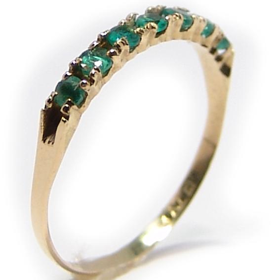 Meia Aliança de esmeraldas em ouro 18k Esmeralda na Lorenzo Jóias 01548603a3